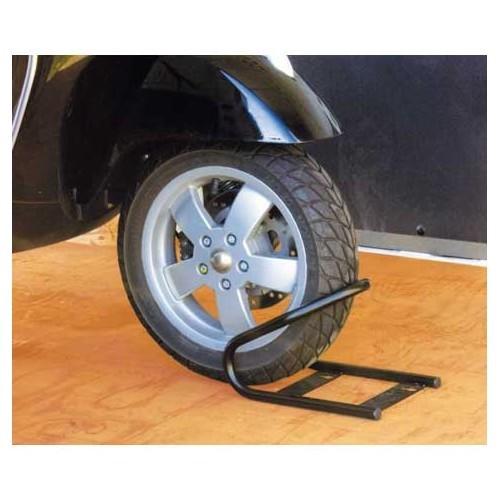 blocage roue avant moto wheel chock front fiamma largeur de roue maxi 165 mm 2 sangles. Black Bedroom Furniture Sets. Home Design Ideas